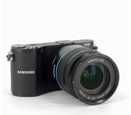 Samsung NX200 met 18-55 zoomobjectief